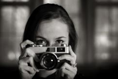 shutterstock_55511725 (woman-camera)